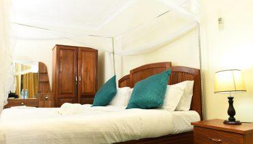 Double-Room-with-Spa-Bath